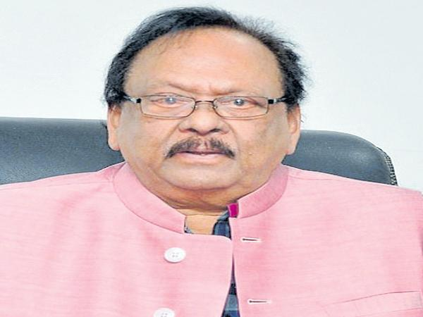 Krishnam Raju comments on contest of elections - Sakshi
