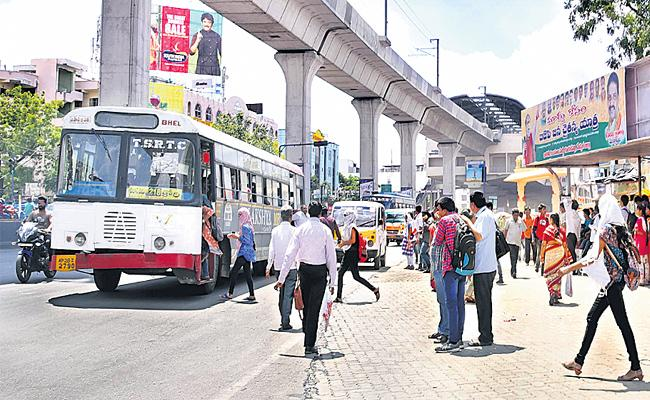 City Busses Breaking Traffic Rules In Hyderabad - Sakshi