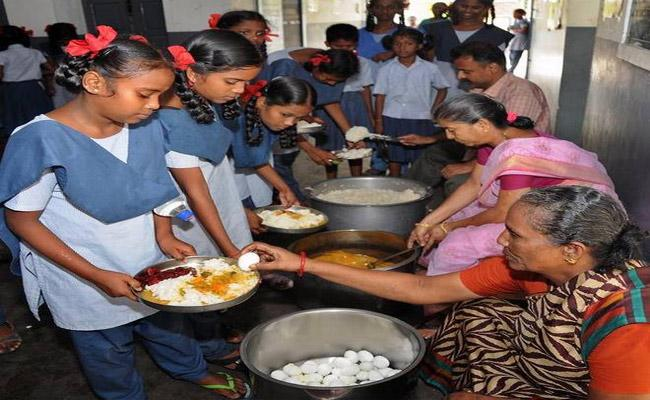 Telangana Govt To Roll Out Mid Day Meal Scheme Adilabad - Sakshi