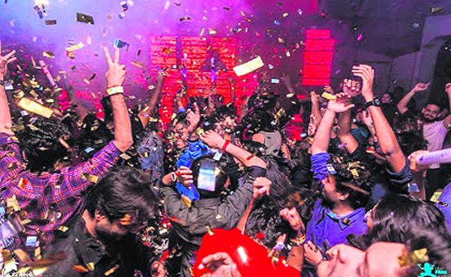 Weekend Parties In Vijayawada - Sakshi