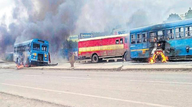 Police use tear gas to quell violent Maratha protests in western Maharashtra - Sakshi
