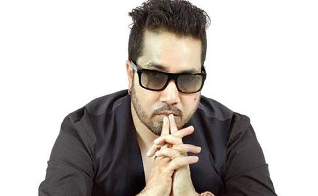Mika Singh House Was Looted By Thieves - Sakshi