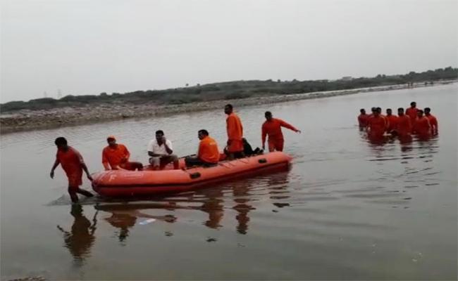Students Dead Bodies Found From Krishna River Guntur - Sakshi