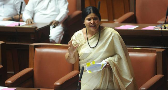 Congress Minister Jayamala Left Alone In Karnataka House - Sakshi
