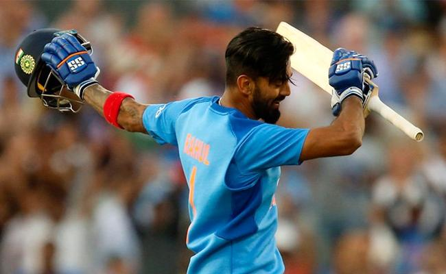 KL Rahul Celebrates His Ton And Dhoni Reaction Is Viral - Sakshi