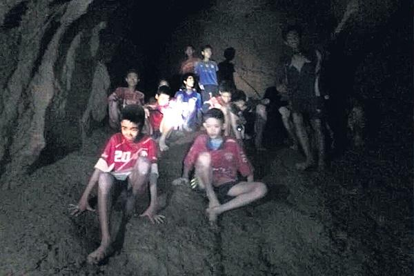 Thai authorities deciding how to rescue soccer team from flooded cave - Sakshi