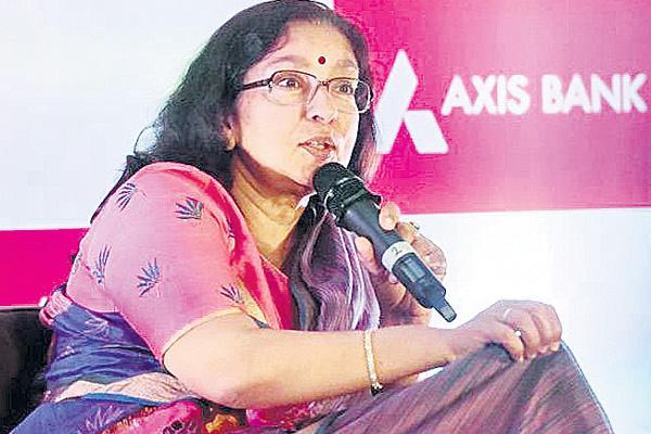 Axis Bank CEO Shikha Sharma's Pay Hike In FY18 - Sakshi