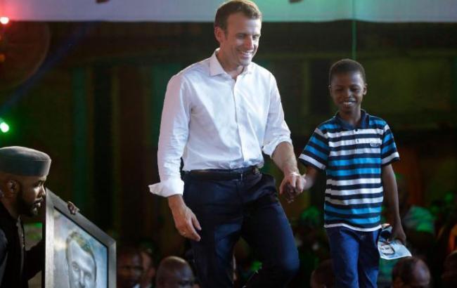 President Macron congrats Nigerian artist Kareem Waris - Sakshi