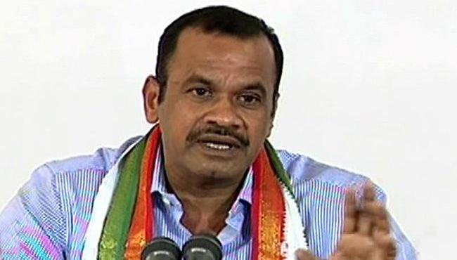 Komatireddy Venkat Reddy Says He Quit Politics If MP Kavitha Wins - Sakshi