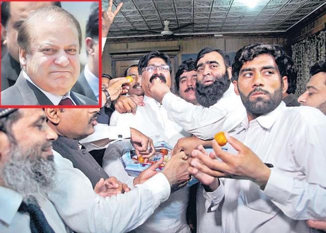 Former Pak PM Nawaz Sharif gets 10-year jail - Sakshi