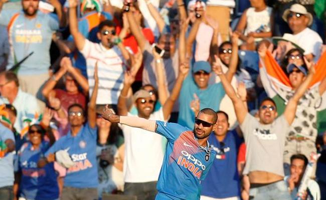 Have You Seen Shikhar Dhawan Brilliant Catch On The Boundary To Dismiss Eoin Morgan - Sakshi