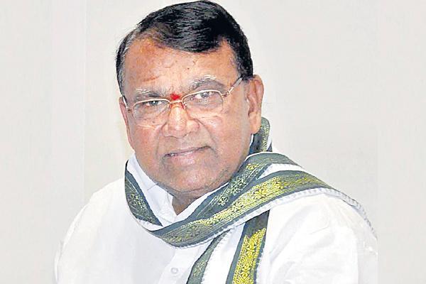 Pocharam Srinivasa Reddy asked farmers Insurance Details - Sakshi