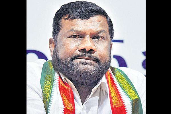 Balka suman should suspended from party - Sakshi