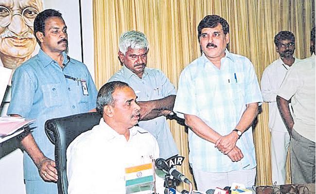 Senoior Journalist Guest Columns On YSR Jayanthi Special - Sakshi