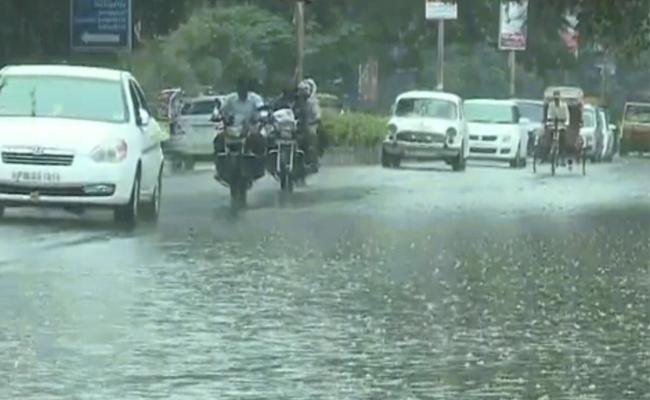 Heavy Rains In Next 24 Hours In AP and Telangana - Sakshi
