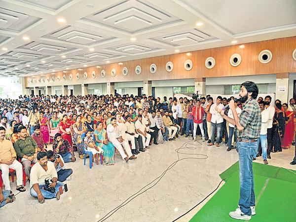Pawan kalyan Open challenge to Minister Lokesh - Sakshi