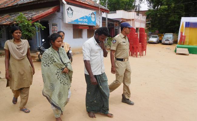 Elderly man Murder Mystery Reveals In Aanantapur - Sakshi