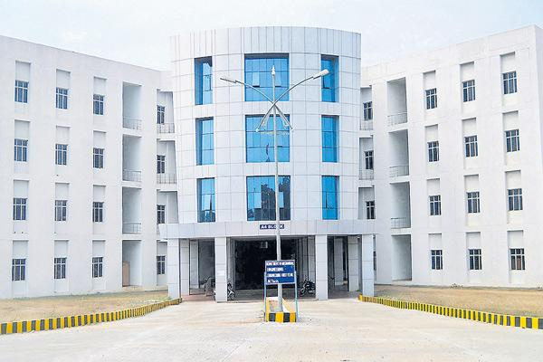 Iiit counseling stopped with high court orders - Sakshi