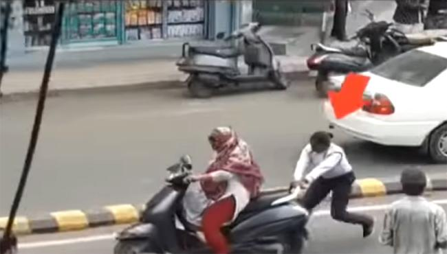Gujarat Woman Traffic Cop Stop The Scooty By Holding The Rear Handle - Sakshi