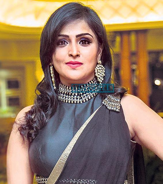 Remya Nambeesan losing films for attack on Mohanlal? - Sakshi