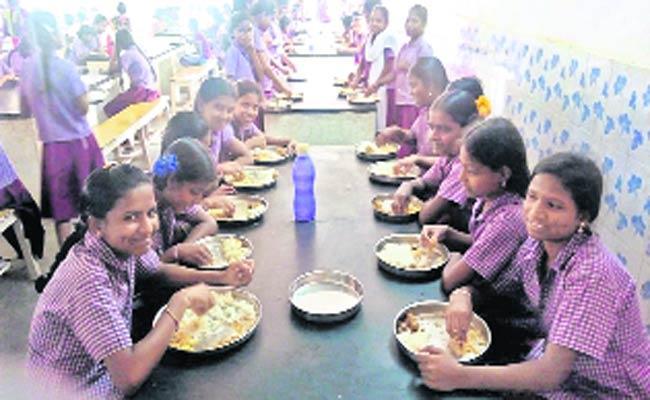 Mid Day Meals.. - Sakshi