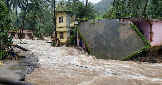Heavy Rains Lash Kerala, Red Alert Issued - Sakshi