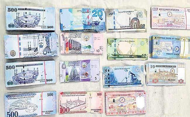 Foreign Currency Capture At The Airport - Sakshi