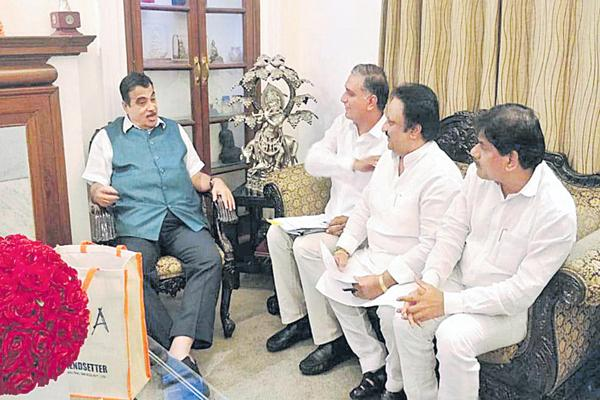 Minister Harish Rao sought Union Minister Gadkari about Kaleshwaram funds - Sakshi