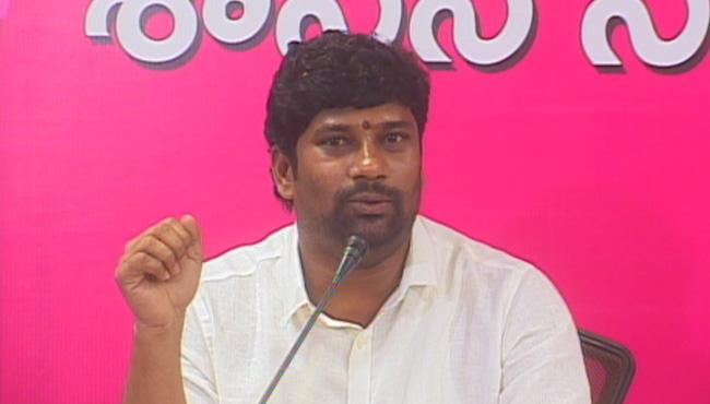 TRS MP Balka Suman Fires On Congress | - Sakshi