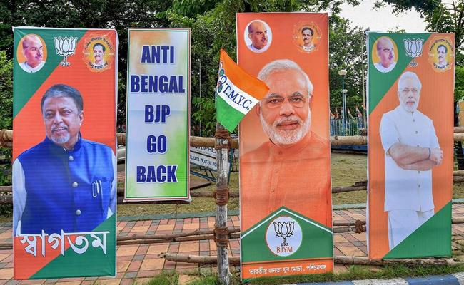 Anti Bengal Go Back Posters In Bengal Against Amit Shah Rally - Sakshi