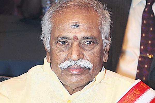 Bandar Dattatreya commented over nehru's family - Sakshi