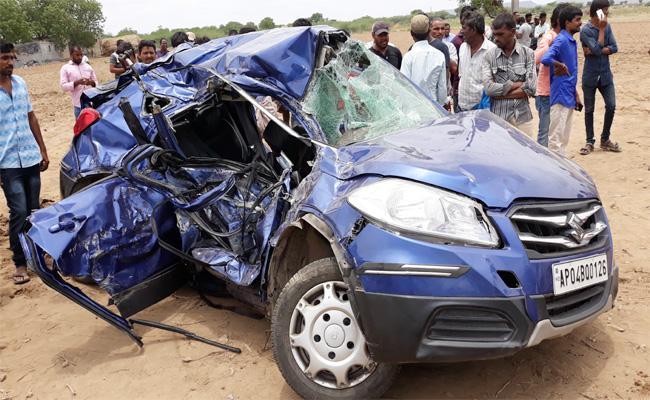 Three Died In Muddanur Car Accident YSR kadapa - Sakshi