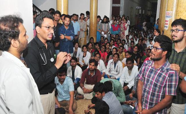 SV Medical College Doctors Strike Against Professors - Sakshi