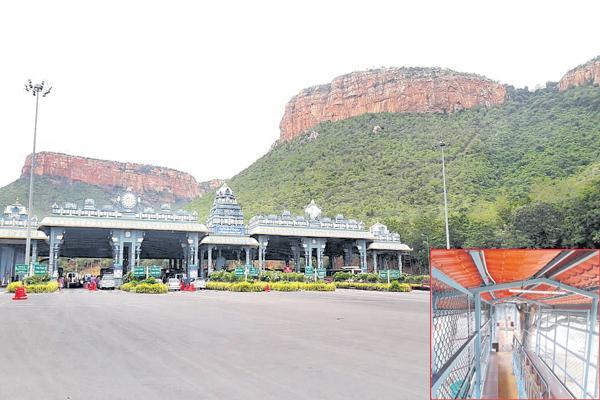 No Devotees At Tirumala because of maha samprokshanam - Sakshi