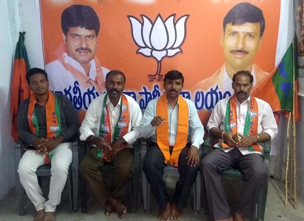 Corruption development on Chandrababu Naidu government - Sakshi