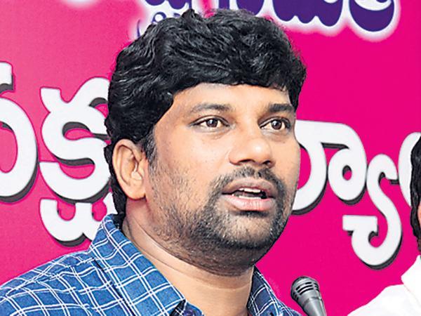 Balka Suman fires on Congress Party - Sakshi
