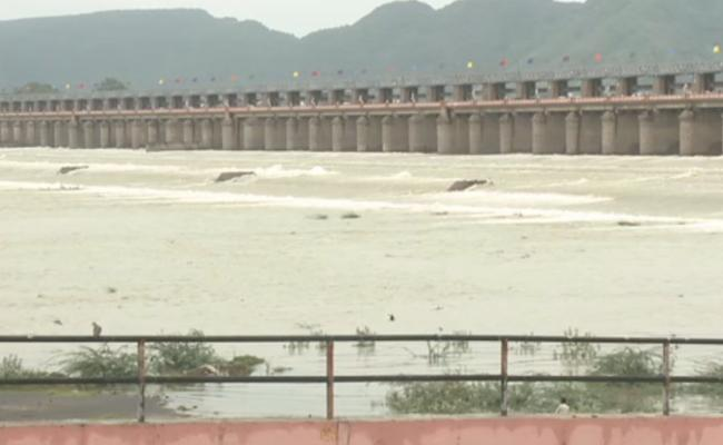 Heavy Floods At Prakasam Barrage - Sakshi