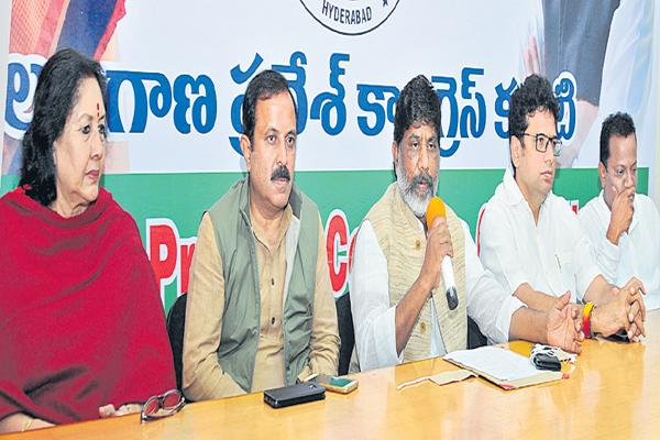 Congress leaders are Fires on State Govt - Sakshi
