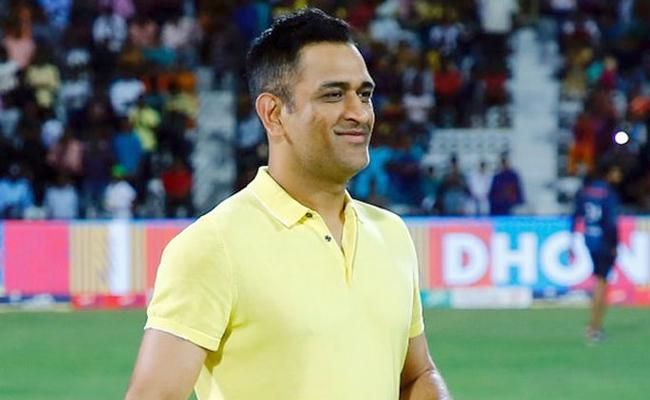 MS Dhoni relives the old days at a waterfall near Ranchi - Sakshi