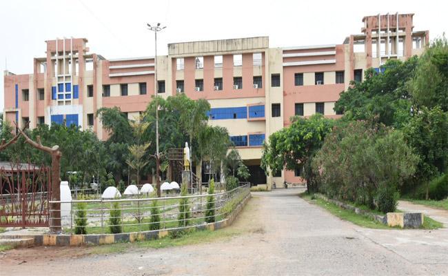 Drawbacks In Rims Medical College In Adilabad - Sakshi