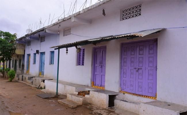 Police Attack On Adultery Houses In Nalgonda - Sakshi