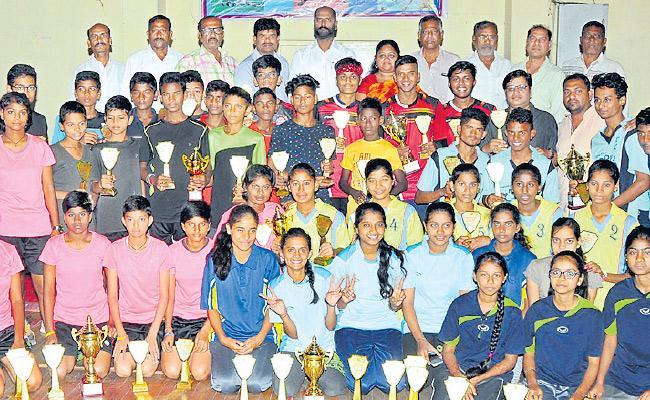 Hyderabad, Ranga Reddy emerge champions in sepak takraw - Sakshi