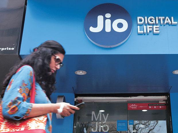 Happy Hours! Reliance Jio To Disrupt Broadband Market With Low Pricing - Sakshi