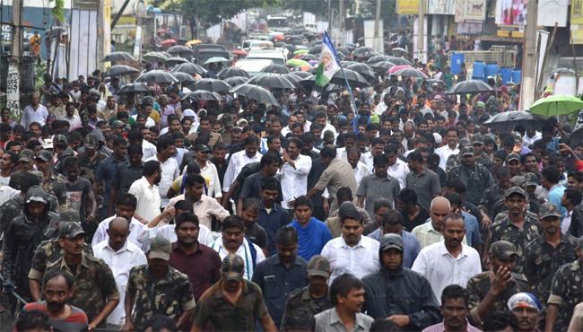 YS Jagan Padayatra Continues On 236th Day In Heavy Rain - Sakshi