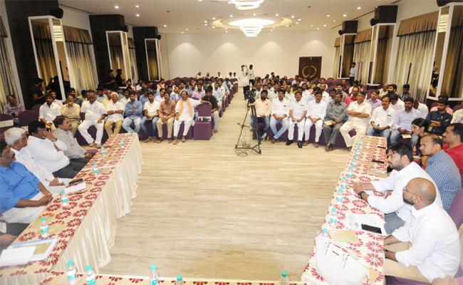 NRI People Talking About Why APP Needs YS Jagan Discussion Anantapur - Sakshi