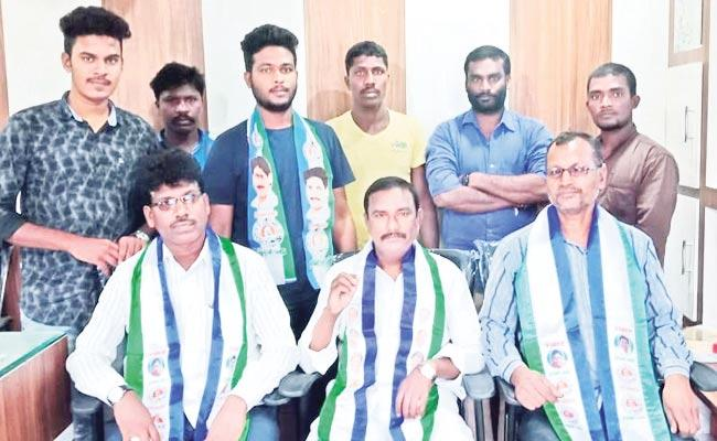 YSRCP Leaders Demand To Full Fill The Jobs - Sakshi