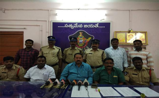 Gutka Chinese Business mans Arrested In Nellore - Sakshi