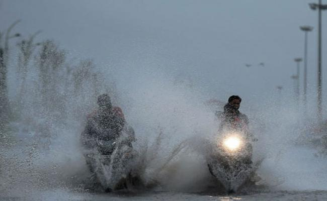 Heavy Rains Expected Over The Next 48 Hours In Tamil Nadu - Sakshi
