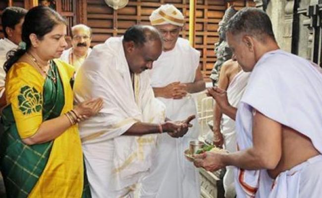 Karnataka CM Kumaraswamy Visits 40 Temples In 82 Days - Sakshi