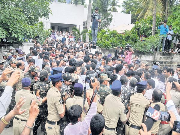 Police Restrictions on YSR Congress Party leaders - Sakshi